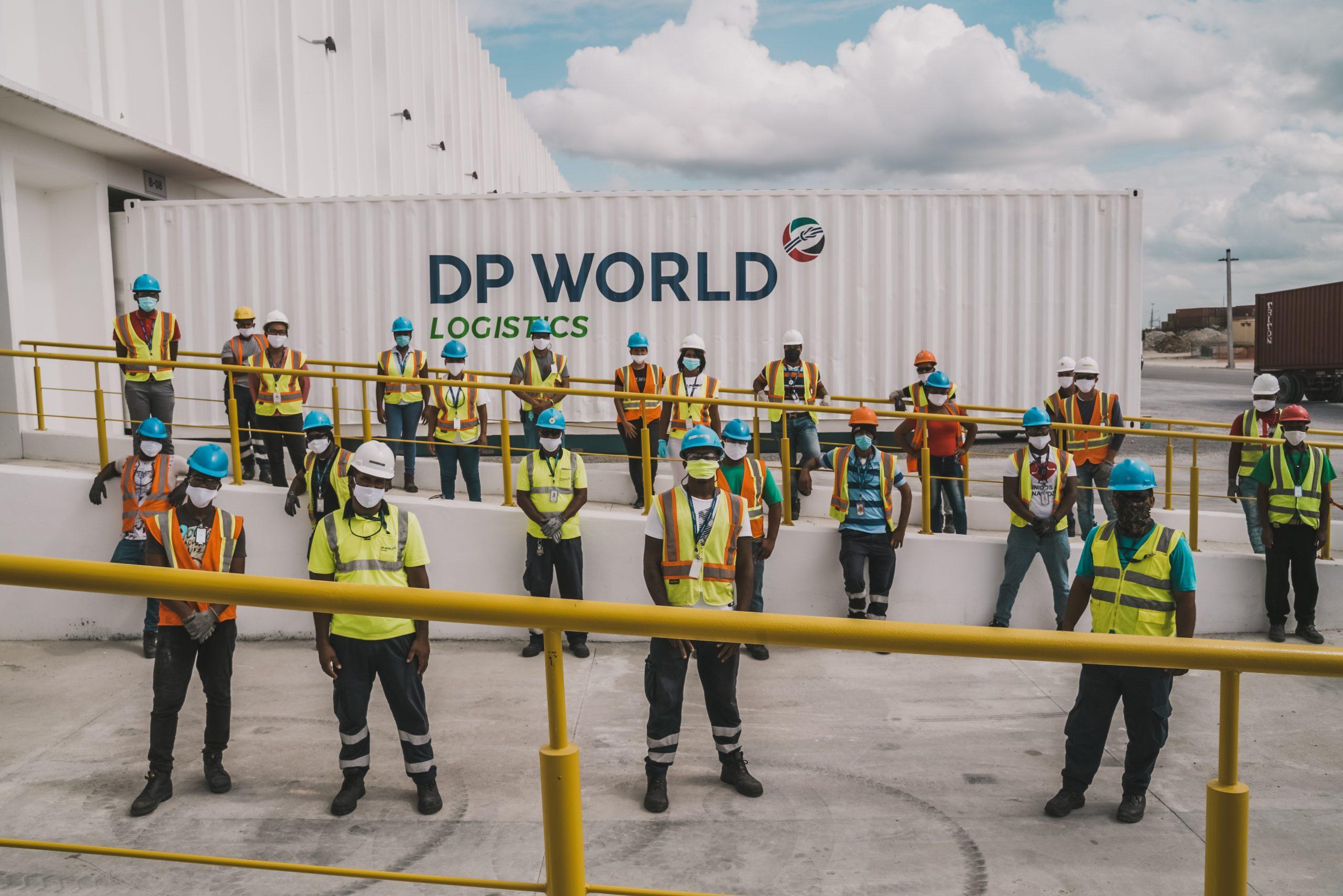 1 equipo del centro logístico caucedo, dp world