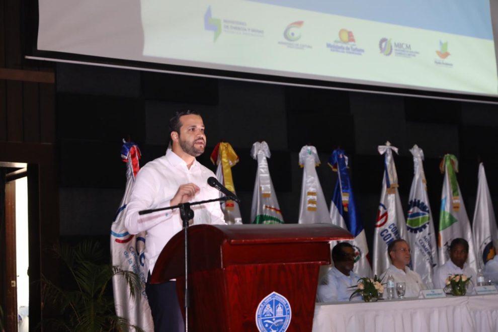 1. rafael paz explica el potencial del larimar para las exportaciones al mercado internacional