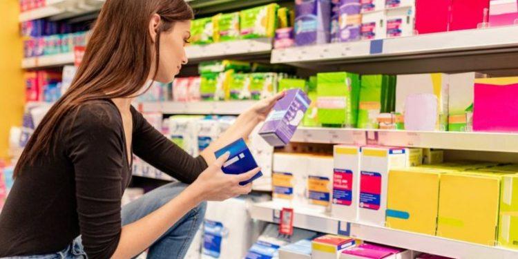 Las toallas sanitarias vienen en diferentes empaques, diseños y características que las vuelven imprescindibles para el ciclo menstrual. | Getty Images.