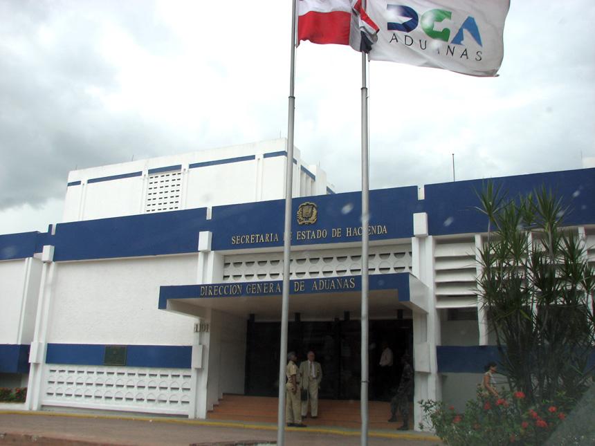 Sede de la Dirección de Aduanas en Santo Domingo.
