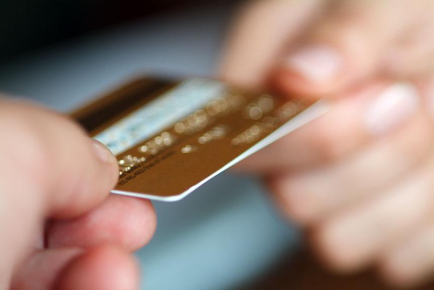 Los dominicanos han aumentado la frecuencia con que utilizan las tarjetas de crédito. | elDinero