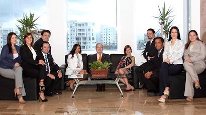 Parte de los ejecutivos de  JMMB. La empresa financiera ha alcanzado un rápido crecimiento en el mercado local./elDinero
