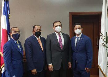 Jochi Vicente, Ministro de Hacienda, Catalino (Freddy) Correa Hiciano, tesorero nacional y Gerardo Espinosa.   Fuente externa.