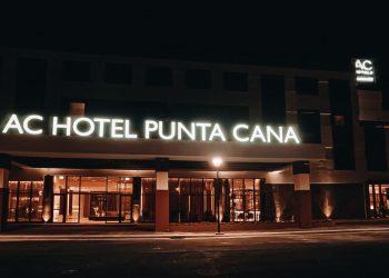 Vista nocturna de AC Hotel Punta Cana. | Fuente externa.
