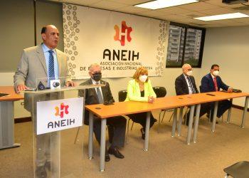 Noel Ureña Ceballos, Euri Andujar, Romy Grullon,  Noel Ureña, Angelo Viro y David Mosquea.