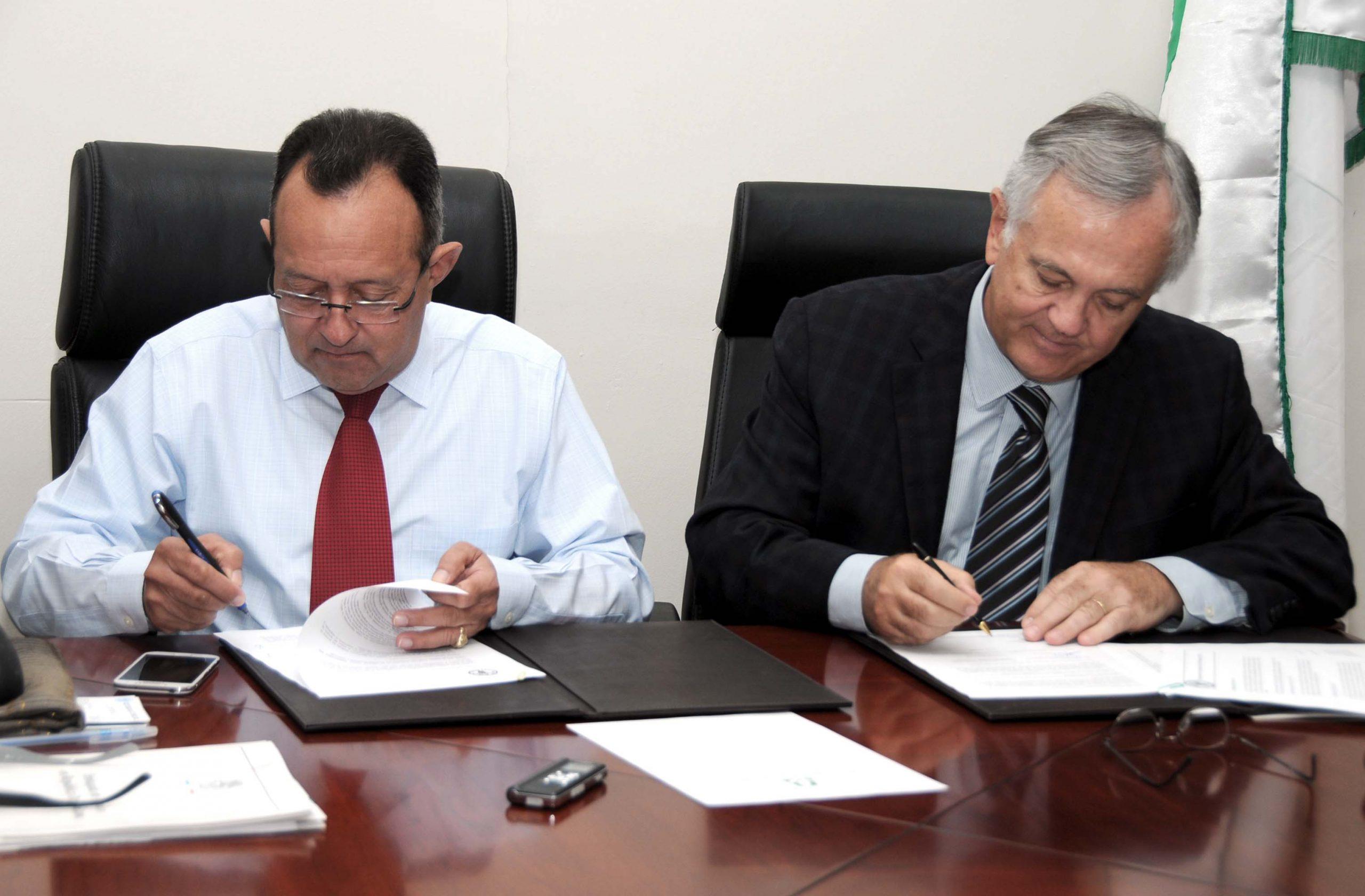 Ángel Estévez y Gero Vaagt acordaron seguir con el impulso de una agricultura sustentable.
