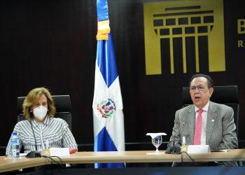 Clarissa de la Rocha de Torres y Héctor Valdez Albizu.