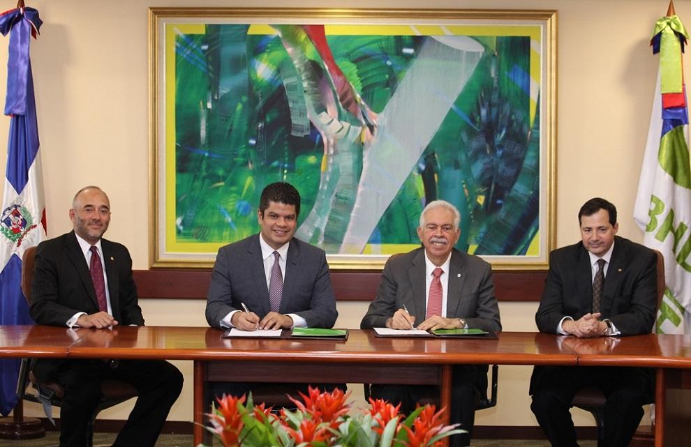 Fidelio Despradel Guillermo Villanueva Luis Molina Achécar y Steven Puig.