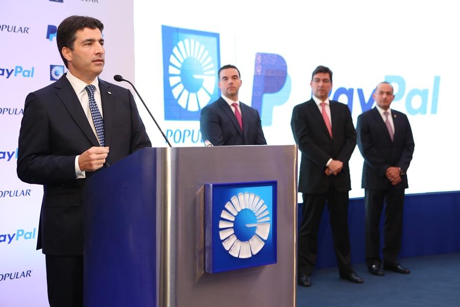Christopher Paniagua, vicepresidente de Negocios del Banco Popular durante la presentación de los servicios de PayPal junto a ejecutivos de ambas empresas.