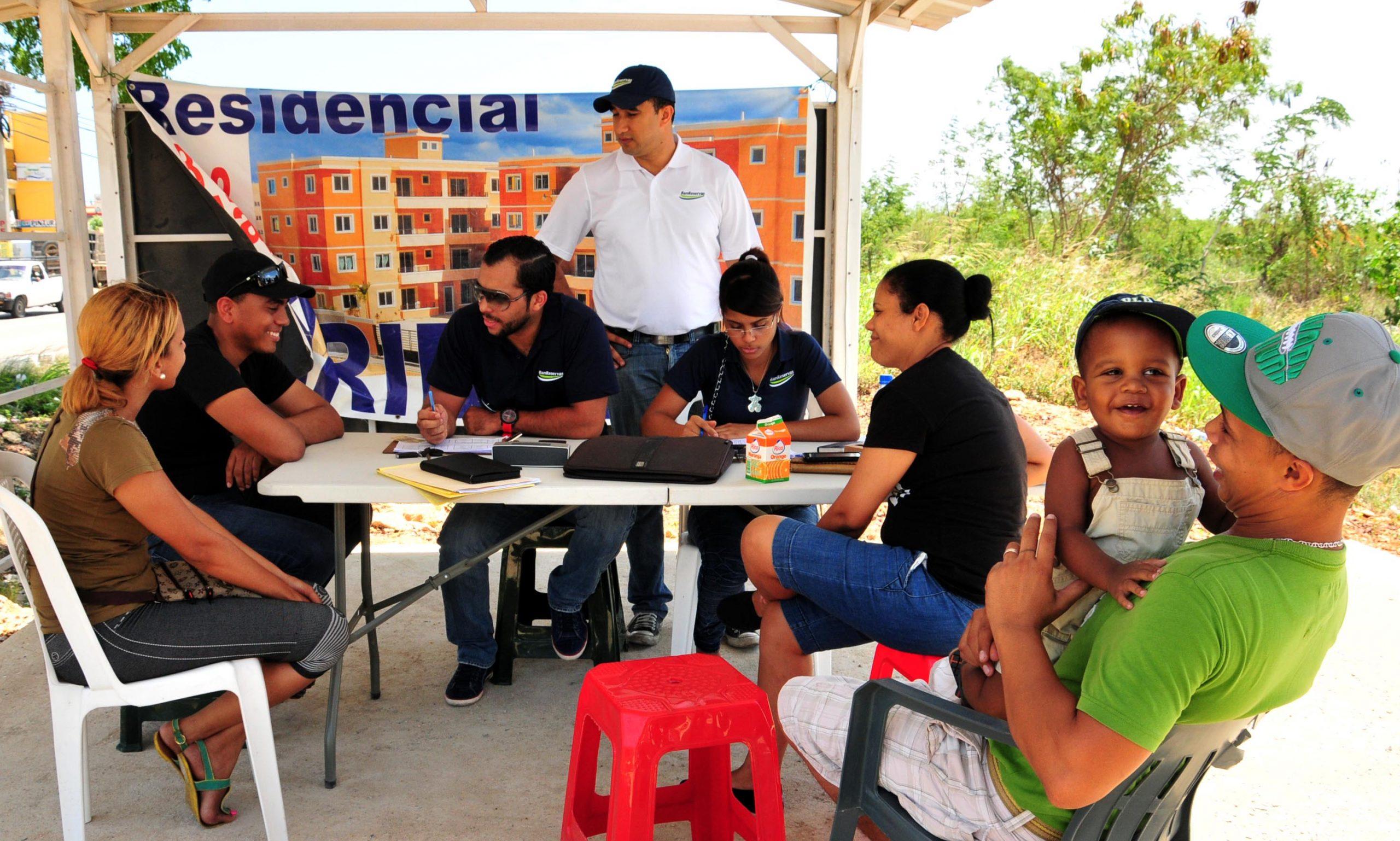 Los agentes del BanReservas atenderán las solicitudes de crédito hipotecario de los interesados durante la feria Expo Hogar.