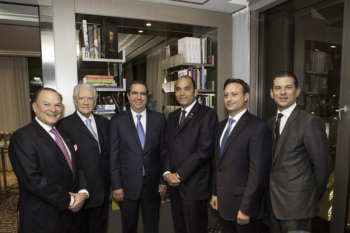 Frank Rainieri, Rafael Calventi, Francisco Javier García, Enrique Ramírez Paniagua, Jean Alain Rodríguez y Rafael Féliz durante la cena que ofrecíó BanReservas a inversionistas en Alemania.