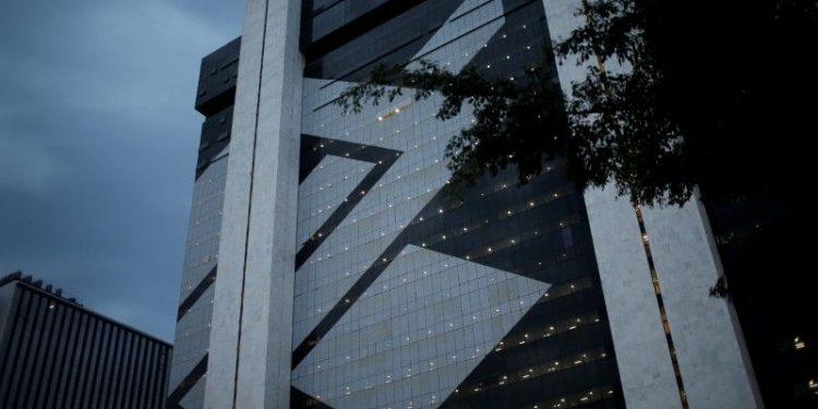 El Banco do Brasil, controlado por el Estado pero con acciones en bolsa, se ubicó en la cuarta posición, con utilidades por 12,600 millones de reales (unos US$2,333 millones).   Adriano Machado, Reuters.
