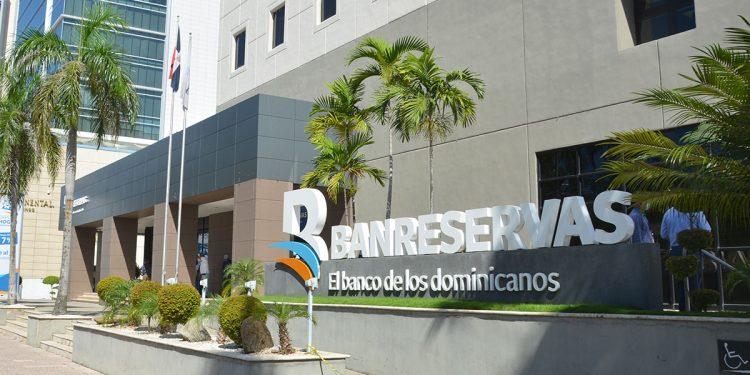 El BanReservas logró mejorías en las calificaciones de riesgos de Fitch Ratings y Moody's.   Lésther Álvarez
