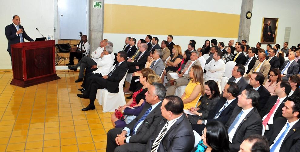 Enrique Ramírez Paniagua fue el orador invitado de la Escuela de Negocios de INTEC para hablar sobre la transformación del BanReservas.