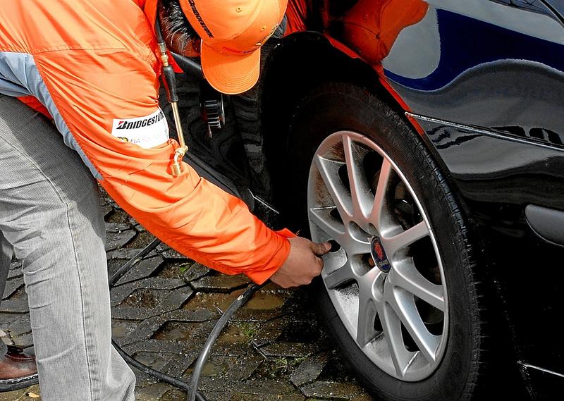 La calidad de las gomas y el buen nivel de presión de aire, son factores que contribuyen con el rendimiento del vehículo.