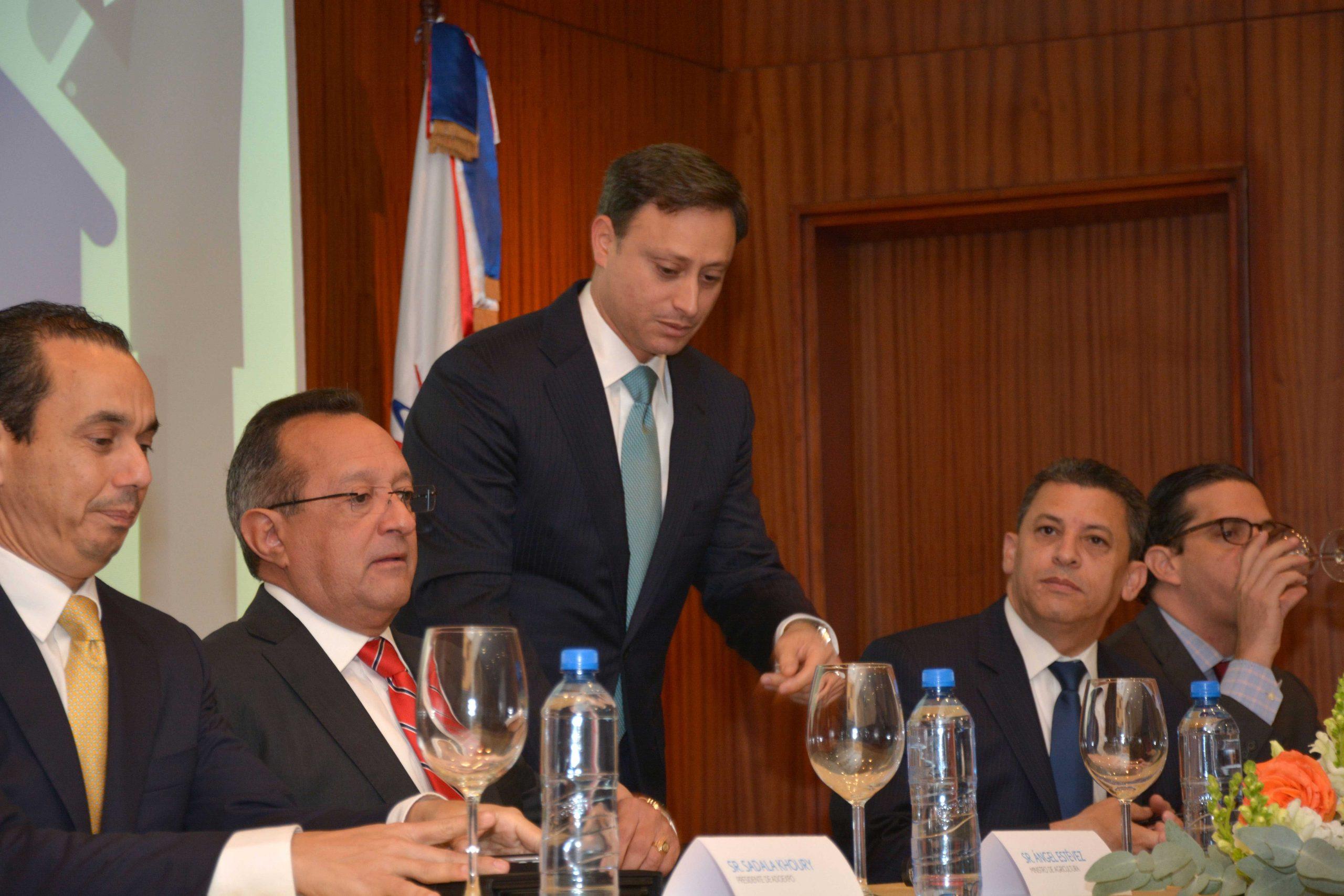 Sadala Khoury, Ángel Estévez, Jean Alain Rodríguez, Fernando Fernández y César Dargam Espaillat. Foto:  LÉSTHER ÁLVAREZ