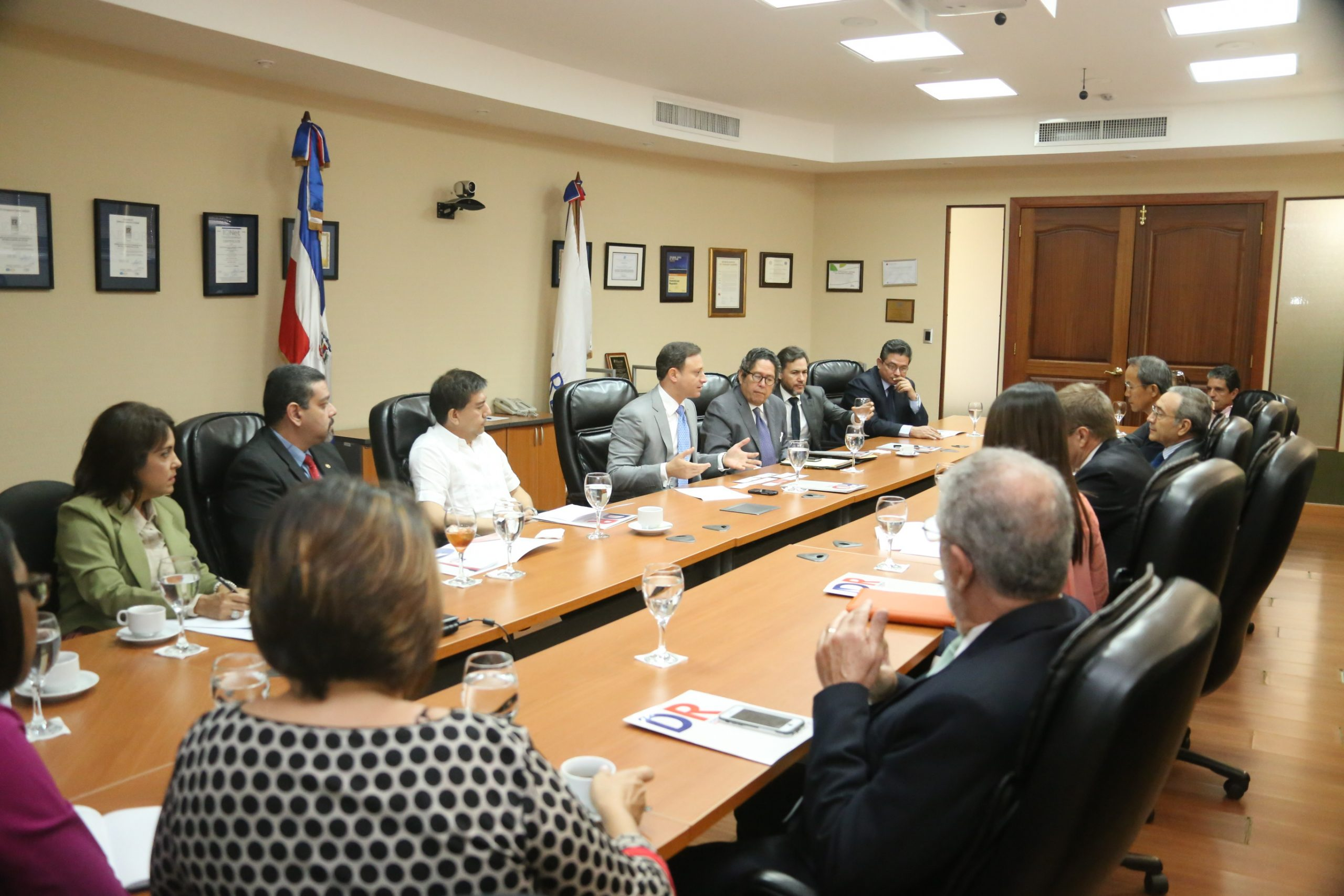 El director del CEI-RD se reunión con embajadores y representantes de Cámaras de Comercio a quienes invitó al Foro Invierte en Puerto Plata.