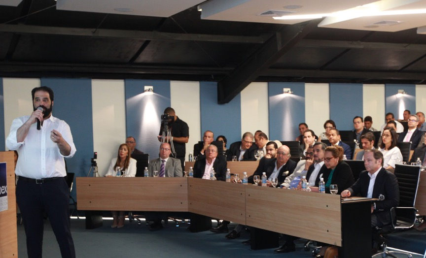 Juan B. Vicini presentó las bondades del proyecto a empresarios de Santiago, a quienes invitó a participar./elDinero