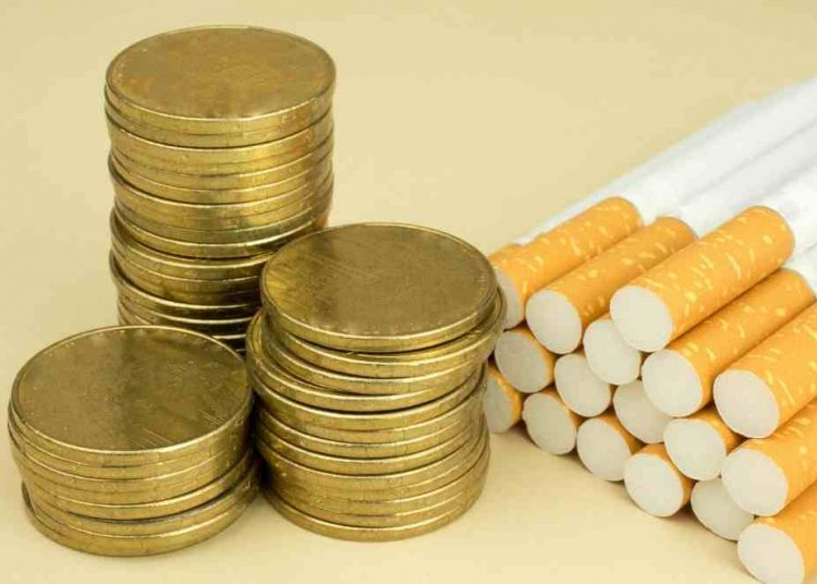 """Para los expertos en finanzas personales este producto a base de nicotina es considerado como uno de los llamados """"gastos hormigas"""" más frecuentes en las personas."""