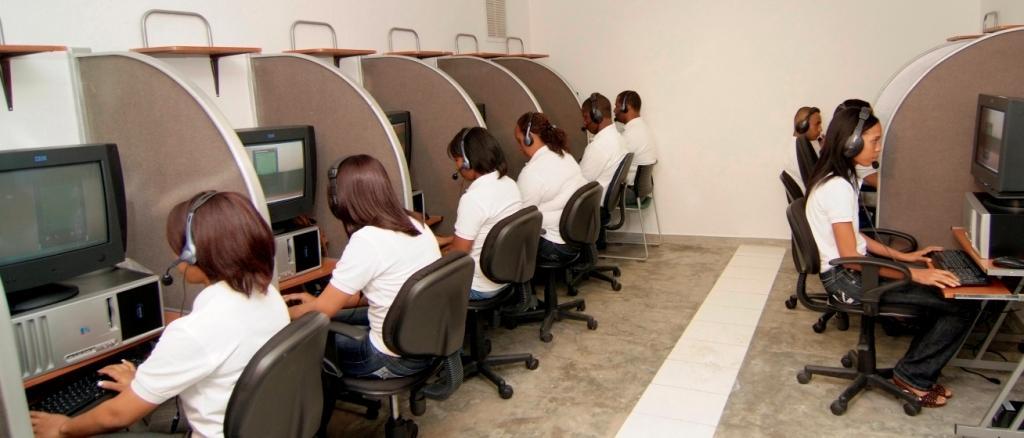 Los jóvenes que opten por un empleo en los call centers deben tener dominio del idioma inglés.