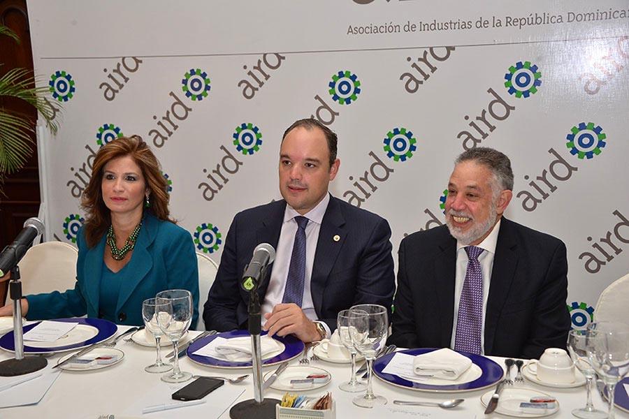 Circe Almanzar, José del Castillo Saviñon y Campos de Moya, durante la reunión de viceministros de Centroamérica sobre el DR-Cafta.