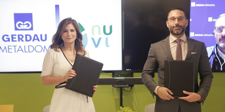 Circe Almánzar, presidenta de NUVI, y Paúl Hasbún, miembro del Consejo Directivo de Gerdau Metaldom.