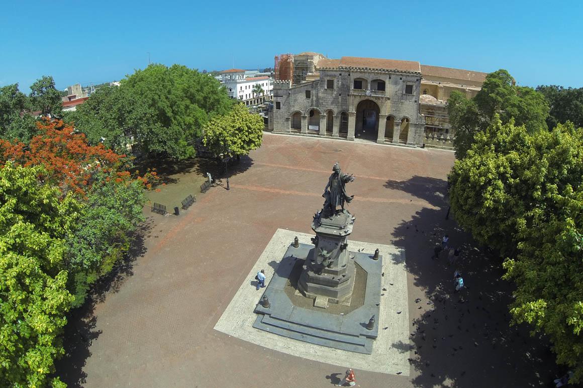 La Ciudad Colonial es visitada por decenas de especies de aves, no solamente palomas.