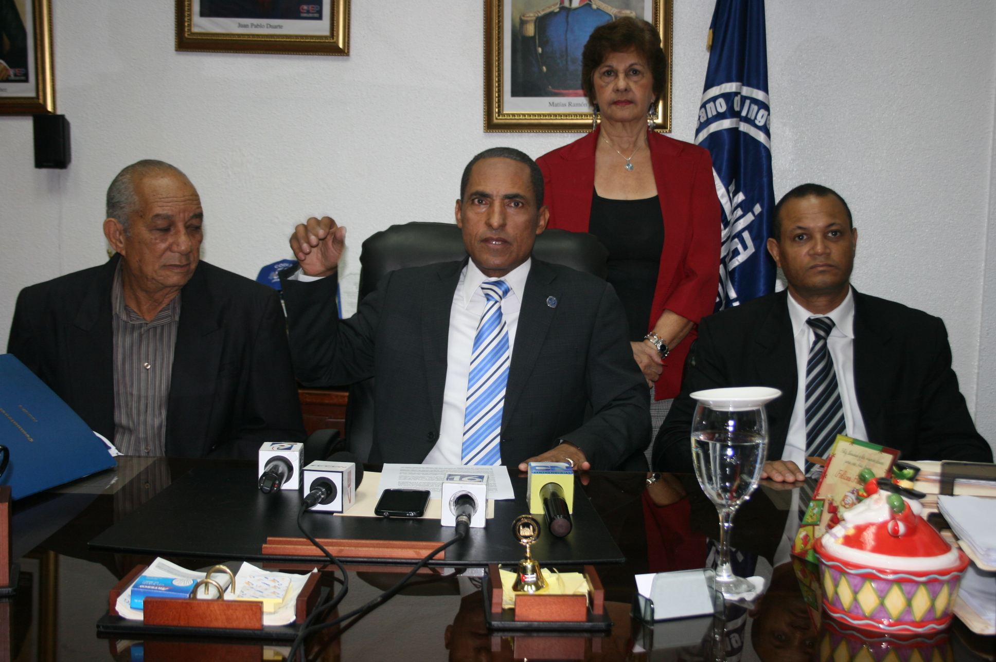 José Espinosa, presidente del Codia, junto a directivos de entidades del área de la construcción.