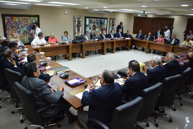 El Comité Político del PLD es el organismo facultado para decidir si es factible o no recomendar la modificación de la Constitución para buscar la reelección del presidente Danilo Medina.