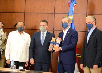 Pedro Brache, Gabriel del Río, Luis Abinader y  Luis Miguel De Camps. | Lésther Álvarez