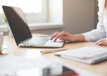 Curso en línea, capacitación en línea, estudio en línea, computadora