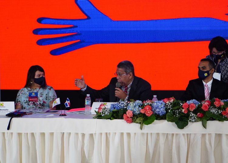 Jesús Fernández, gerente general de Coopnazonaf, se dirige a los presentes durante la celebración de la VIII Asamblea General Ordinaria de Delegados.