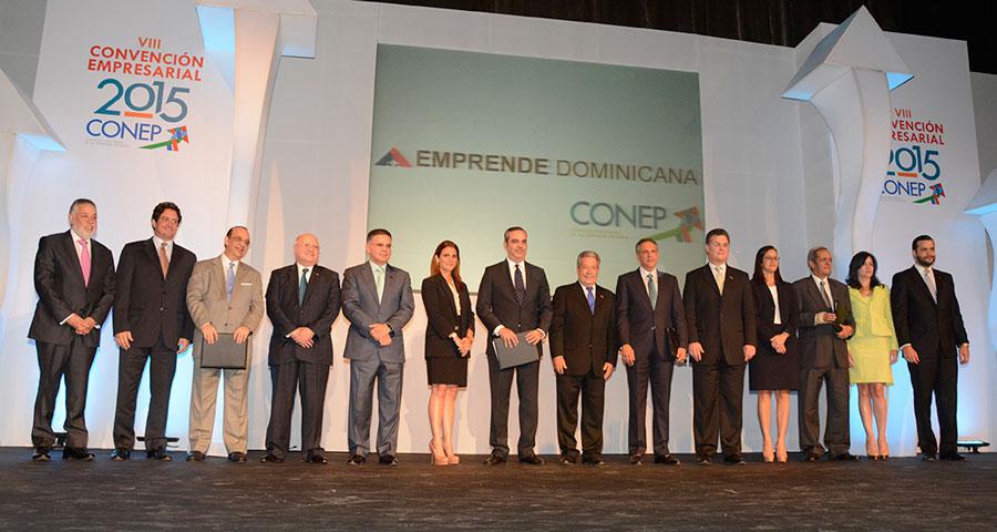 El Conep entregó a los candidatos presidenciales la propuesta de 47 puntos emanadas de las consultas en todo el país. El presidente Danilo Medina fue representado por José Ramón Peralta./ Lésther Alvarez
