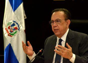 Héctor Valdez Albizu, gobernador del Banco Central. | Lésther Alvarez
