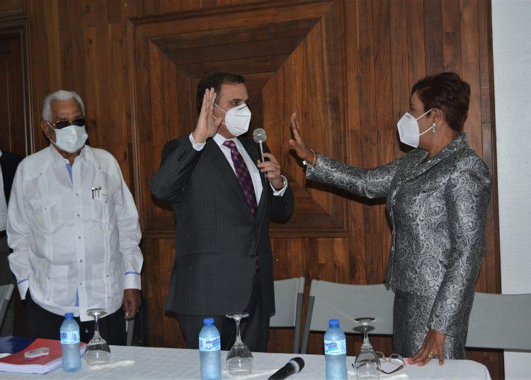 Juramentación de Josefa Castillo como superintendente de Seguros.   Fuente externa.