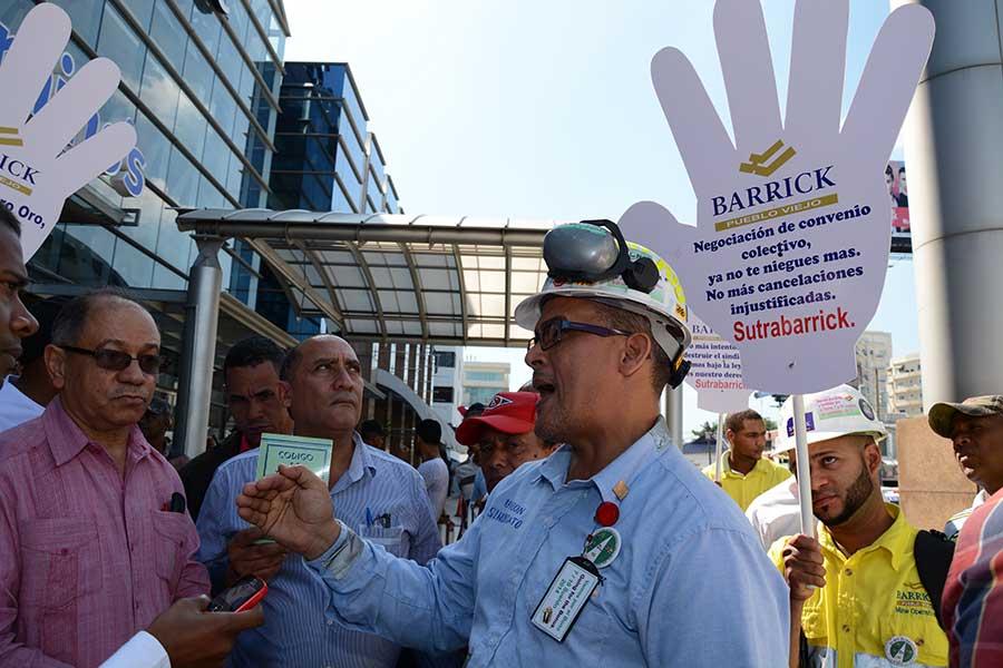 Los empleados de Barrick afirman que la minera no les reconoce todos los derechos que tienen y les niegan las bonificaciones de ley. Foto: LÉSTHER ÁLVAREZ