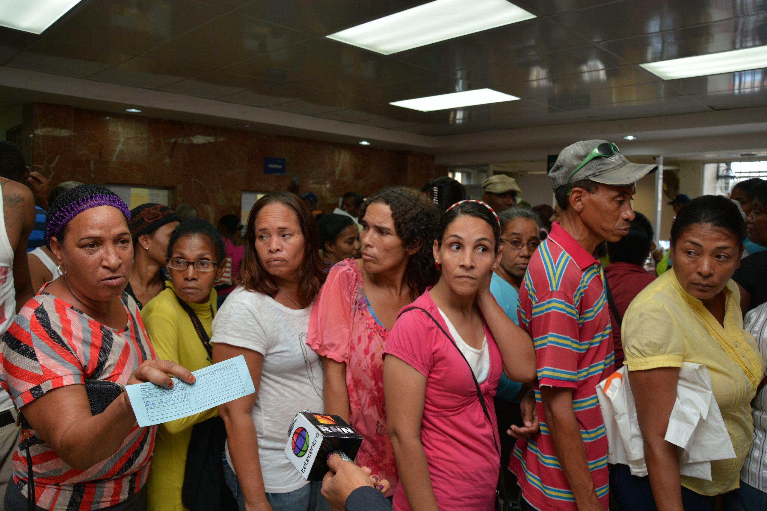 El hospital Moscoso Puello siempre recibe mucha gente, pero ahora la situación es peor. /LÉSTHER ÁLVAREZ