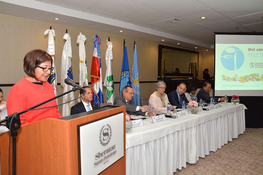 El convenio por la calidad de los alimentos fue firmado durante un acto en el hotel Sheraton./ LÉSTER ÁLVAREZ