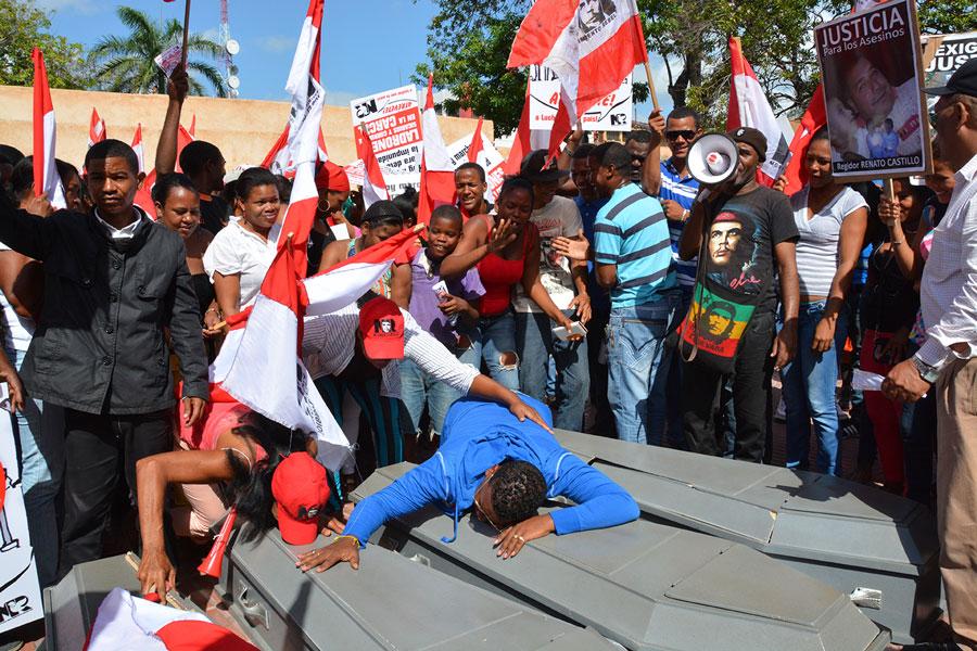 Los seguidores del Movimiento Rebelde marcharon hasta la Suprema Corte de Justicia. / LÉSTER ÁLVAREZ