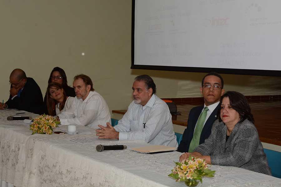 El encuentro de escritores y guionistas de cine se realizó en la Universidad Intec./ LÉSTHER ÁLVAREZ