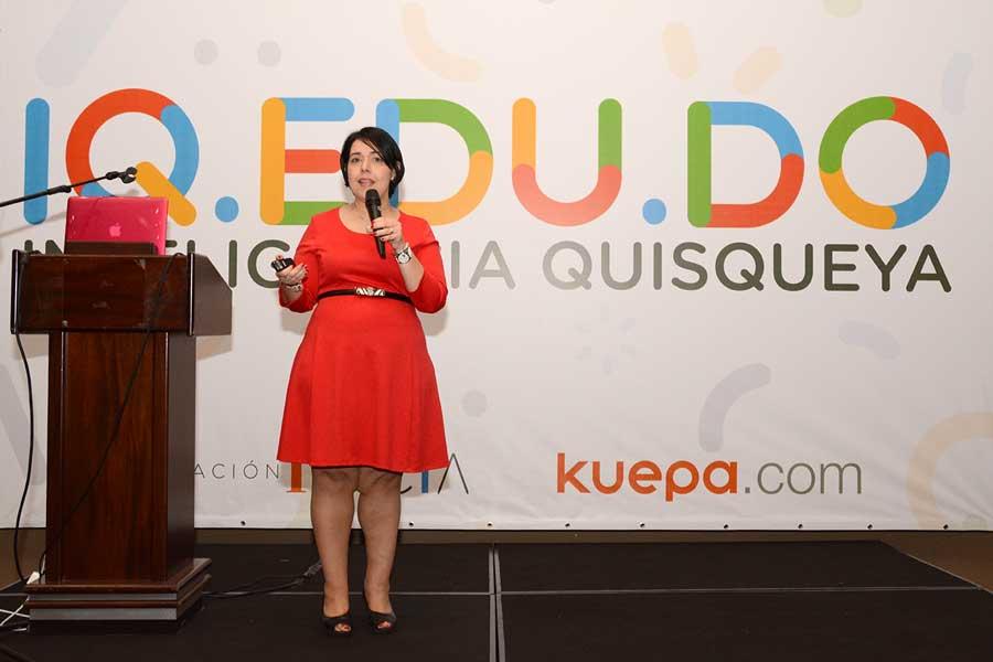 Angélica Español durante el lanzamiento de la plataforma digital Inteligencia Quisqueya.