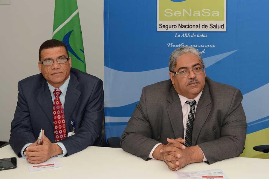 Nicolás Peña, gerente de afiliacion; y Chanel Rosa Chupany, director ejecutivo de SENASA, durante la rueda de prensa la afiliación de 50,000 doméstica al Seguro Nacional de Salud./Lésther Alvarez