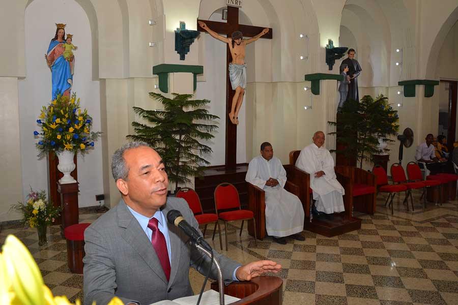 Ruben Bichara, en la misa oficiada con motivo del 60 aniversario de la CDEEE. / LÉSTER ÁLVAREZ