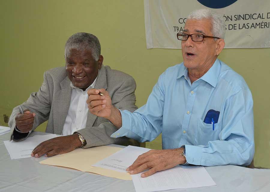 Manuel María Mercedes Medina y Sigfredo Antonio Cabral Pujols reclaman reajuste de las pensiones./ LÉSTHER ÁLVAREZ