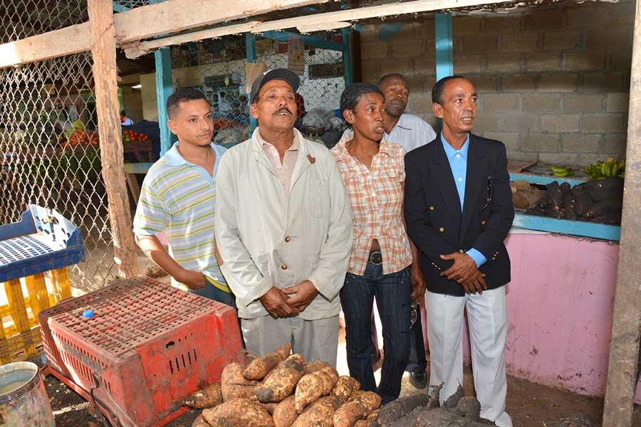 Comerciamtes del Mercado de la avenida San Martín esquina Tiradentes piden ayuda gubernamental./ LÉSTHER ÁLVAREZ
