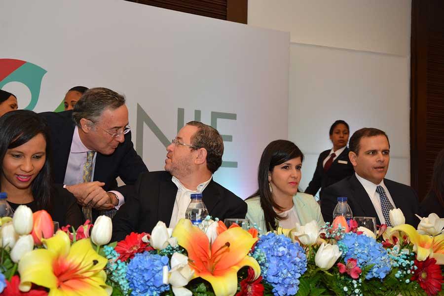 El director de Impuestos Internos hizo una exposición sobre retos tributarios ante los miembros de la ANJE. / LÉSTHER ÁLVAREZ.