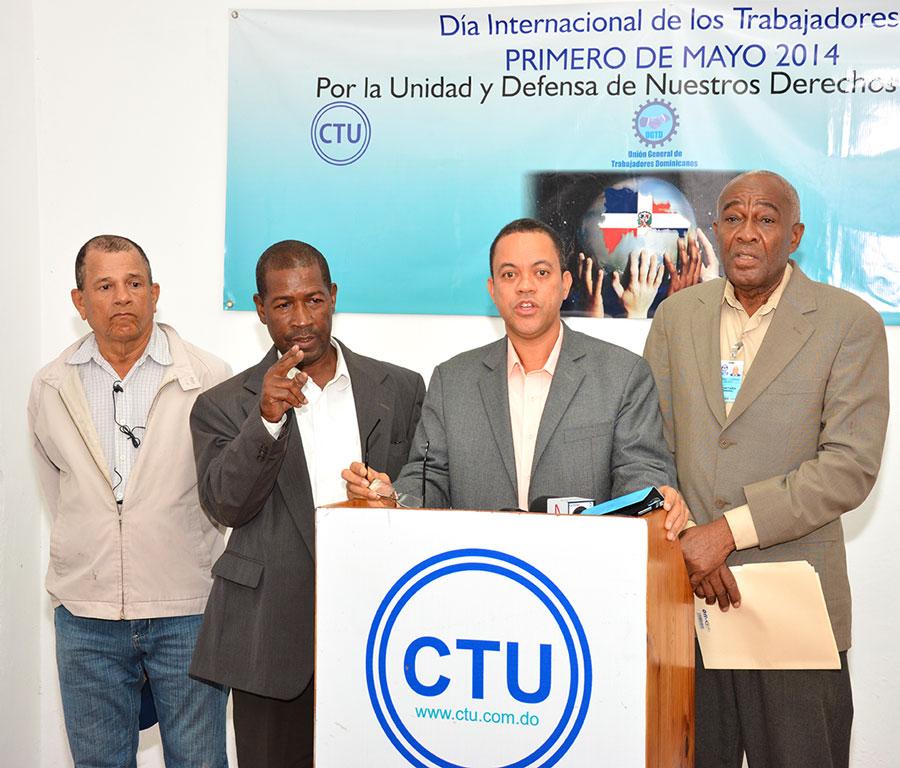 Francisco Ramírez, presidente de la CTU, junto con dirigentes sindicales. /GABRIEL ALCÁNTARA.