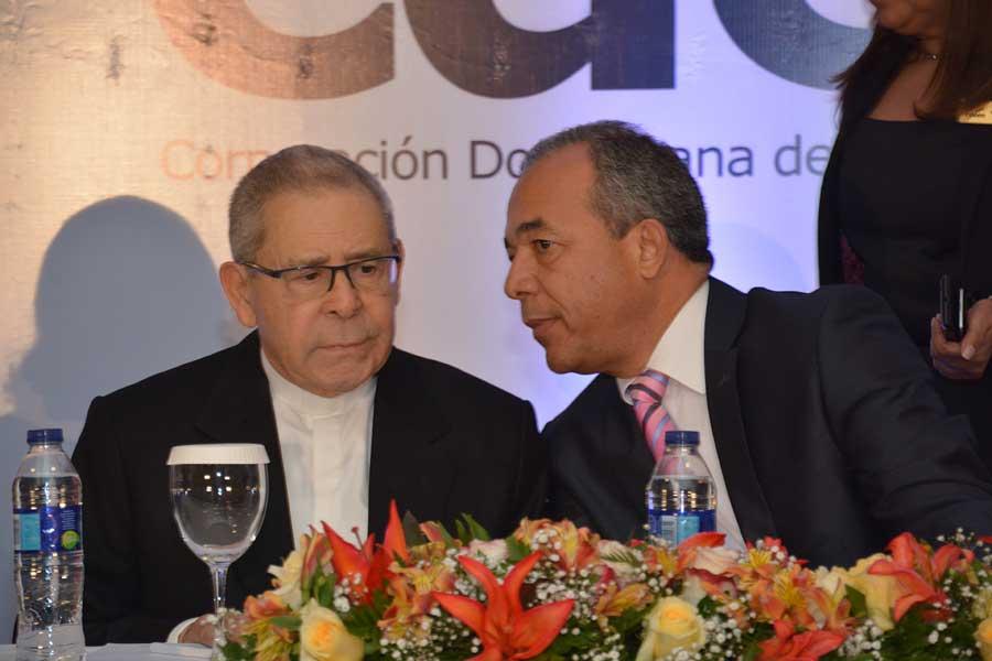 Agripino Núñez Collado y Rubén Jiménez Bichara durante la juramentación de Comité de Licitación de la CDEEE./ Lésther Alvarez