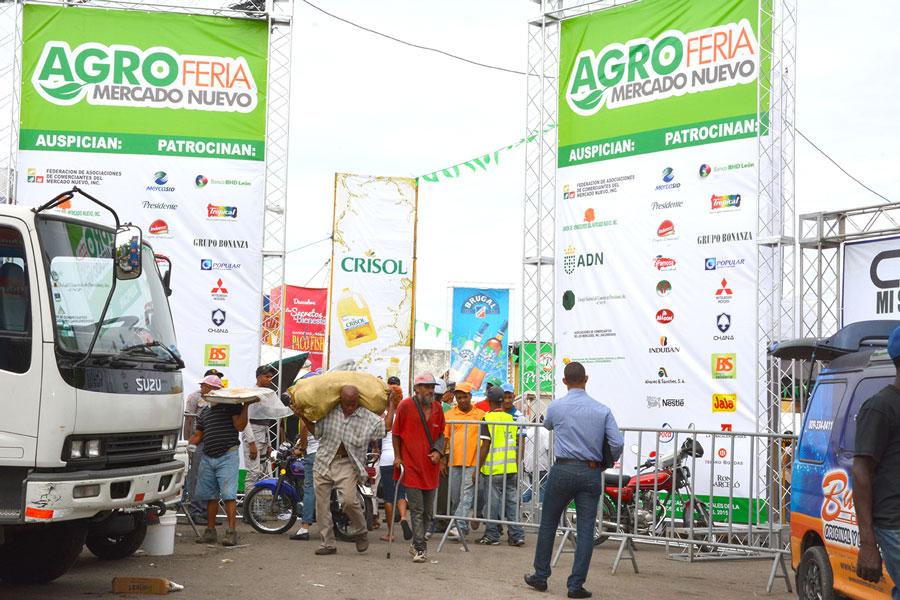 La Agroferia del Mercado Nuevo se extenderá hasta el 8 de este mes./ GABRIEL ALCÁNTARA.