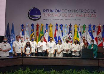 Los funcionarios latinoamericanos firmaron la Declaración de Punta Cana, en el marco de la Reunión de Ministros de Turismo de la Américas, organizada por la OMT. | Fuente externa.